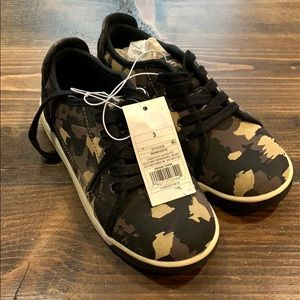 NWT Cat and Jack Boys Camo Sneakers - Size 3